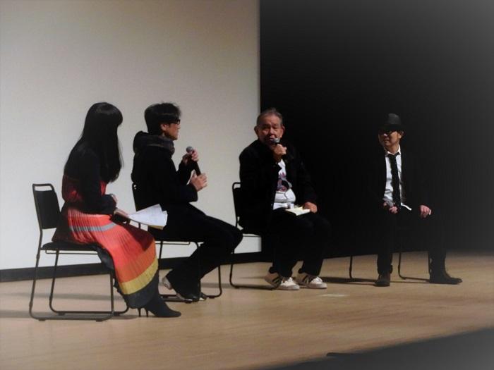 左から 司会の松岡ひとみさん、津田寛治監督、渡辺哲さん、鈴木啓介プロデューサー