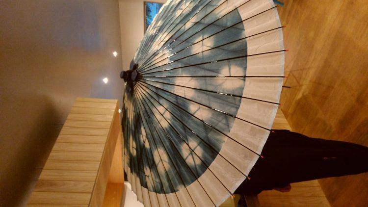 伝統の和傘から他ジャンルとのコラボも企画し、和傘普及を進めている。